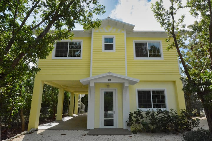 SUNSHINE & HAPPINESS - Brand New 3/2 Private Home