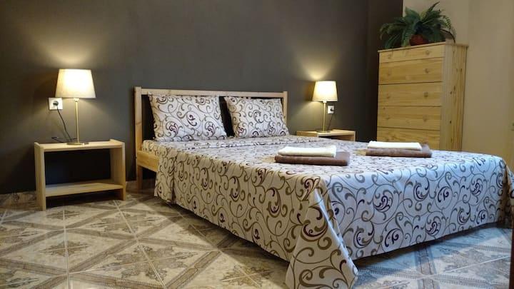DimitrisHouse. Уютные семейные апартаменты 80m/sea