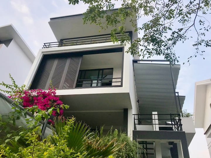 MVilla seafront, 3 BR with Vinpearl Golf discount