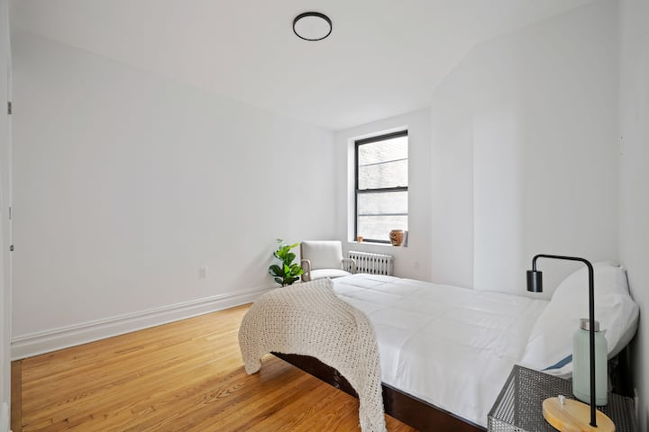 Brand NEW private BR few steps from Subway