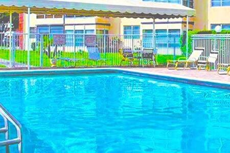 peaceful canal/pool/gym/parking/wifi/fridge/micro