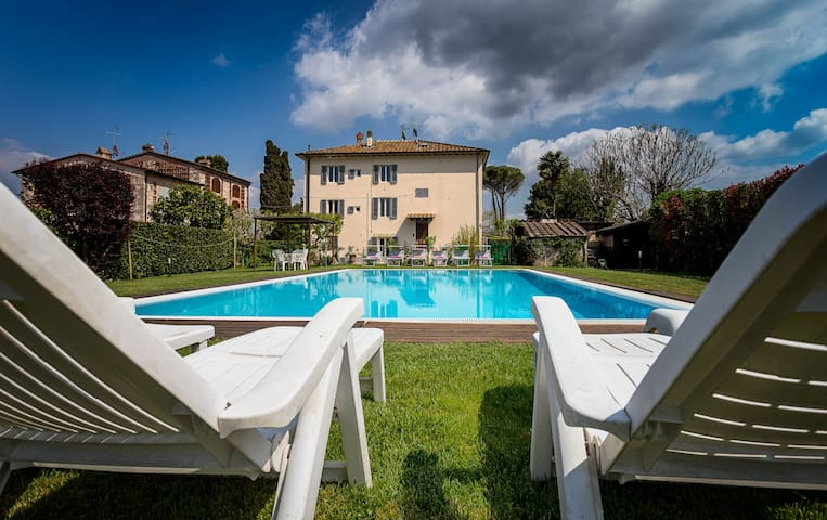 Villa in the countryside 2 km from - Lucca - Villa