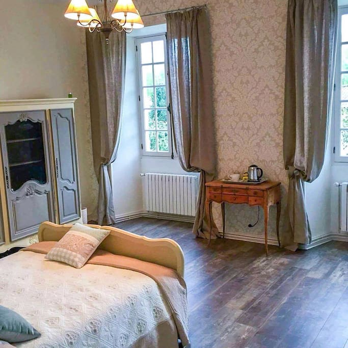 This bedroom overlooks the front garden and is light and spacious .it comprises a separate ensuite .includes tea and coffee making facilities .A bottle of wine will be available on arrival .