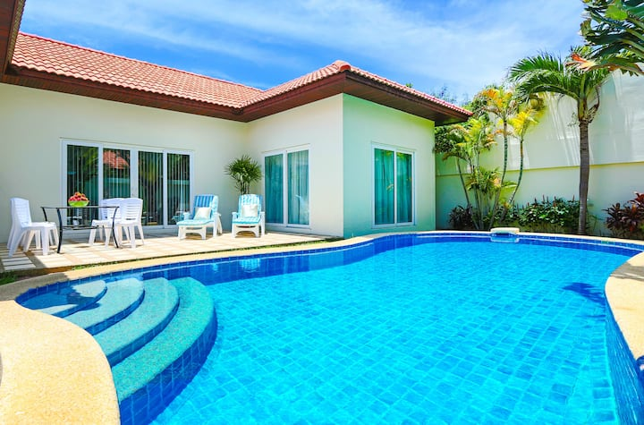 3-bdr Villa with Private Pool and Beach Majestic