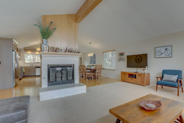 West Hills - Remodeled Gorgeous Home - Great Location - Cozy Fireplace
