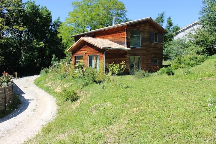 Maison en Bois, tranquillité au pied du Vercors