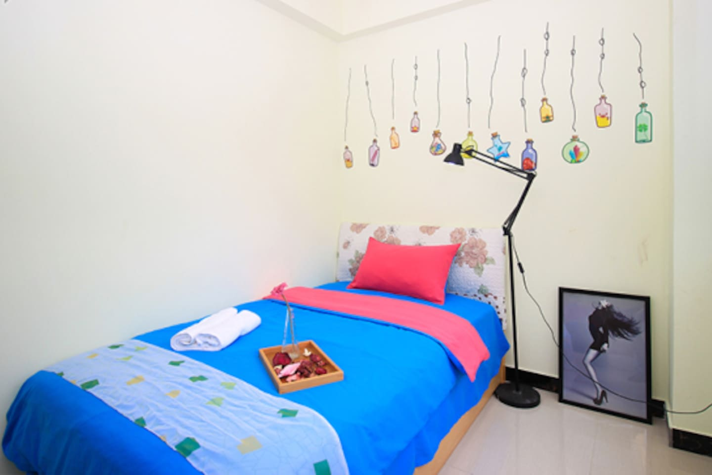 Sweet & Clean Bedroom (suitable for 1)