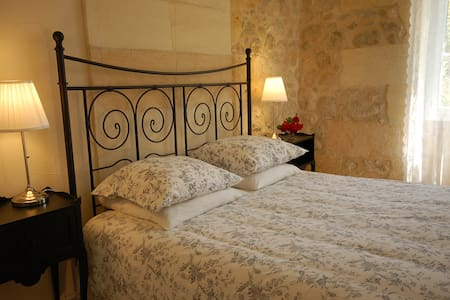 Bed & breakfast Bordeaux vineyards - Teuillac - 家庭式旅館