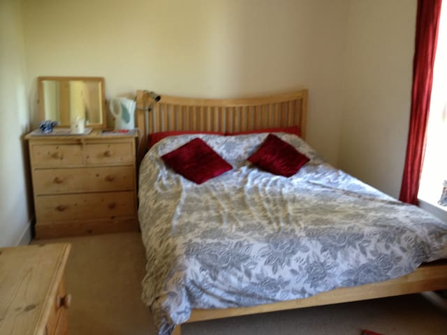 Delightful king room with ensuite - Cambridge - House