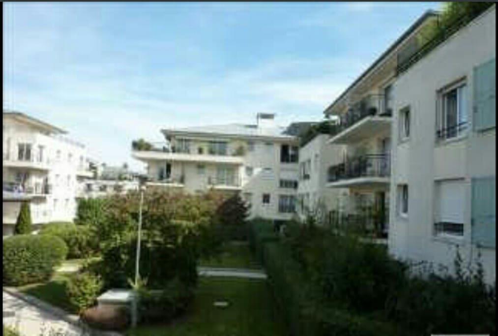 Tranquille au square proche paris appartements louer for Appartement atypique rueil malmaison