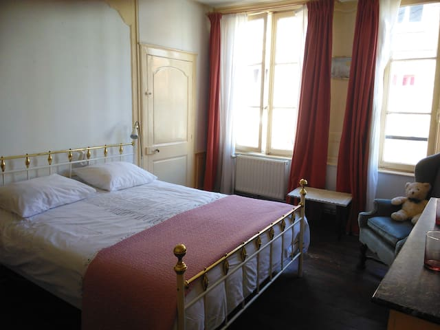Charming city center house - Abbeville - House