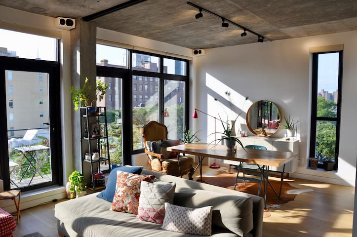 Dumbo Penthouse Loft with Outdoor Spaces & Views