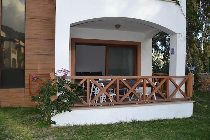 Bodrum'da havuzlu sitede bahçeli - Bodrum - Apartamento