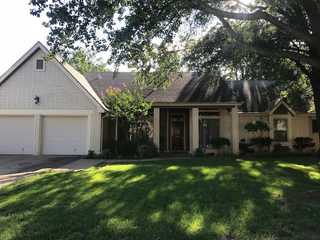 The Tulsa Delaware Guest House Tulsa, Oklahoma