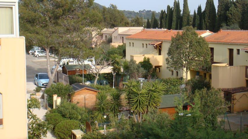 STUDIO CABINE  entre mer (1,5kms) & village(800 m) - La Londe-les-Maures - Apartamento