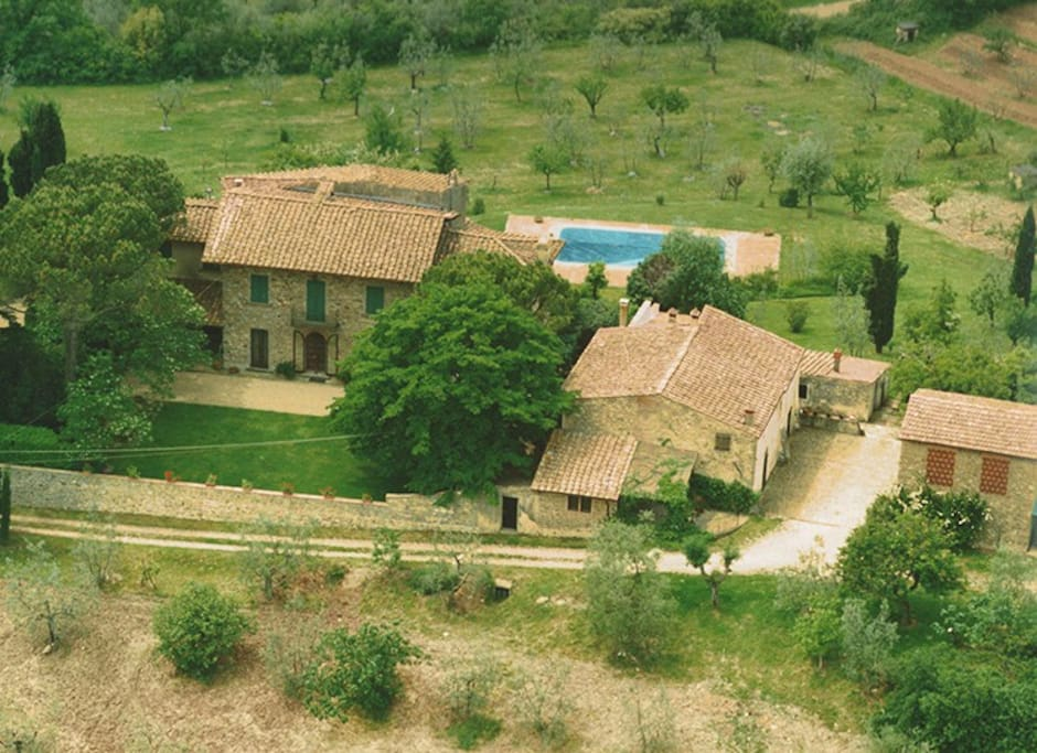 Farmhouse with view over florence cottages for rent in for Rent a house in tuscany