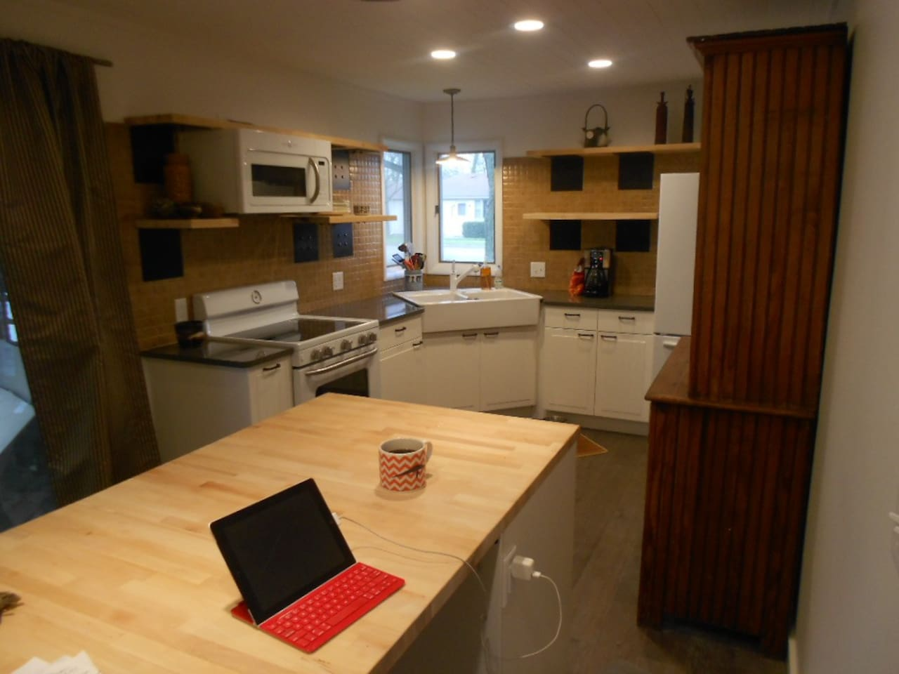 The new kitchen re-model is complete--May 2015
