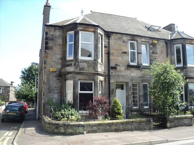 Large Victorian house near coast - Leven - House
