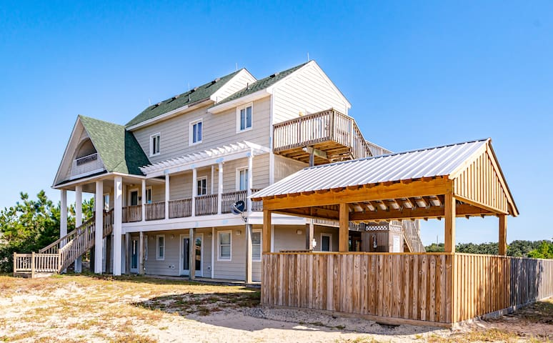 C9037 Sandy Cheeks. 4X4 Area, Canalfront, Pets OK, Pool, Hot Tub | 8 Bedroom, 7 Bathroom
