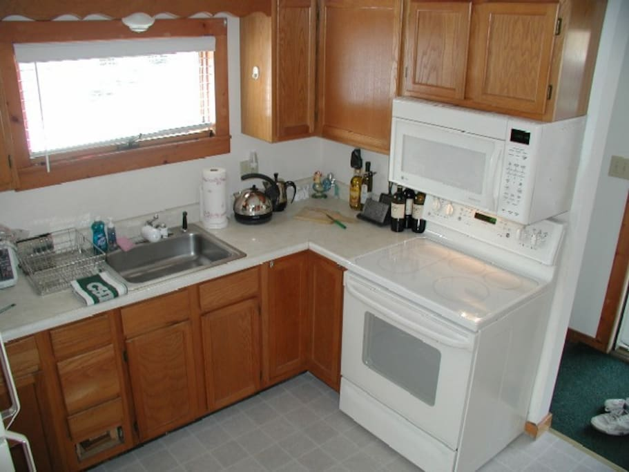 Fully outfitted kitchen, all pots/pans/utensils