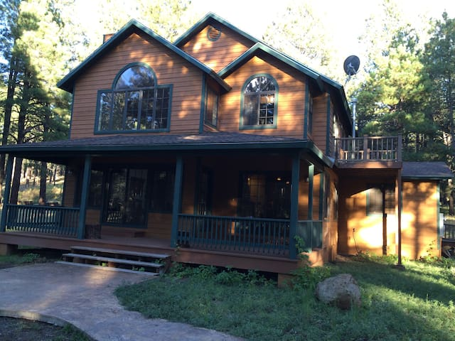 Beautiful cabin in a wooded 4 acre lot. - Parks - Cabin