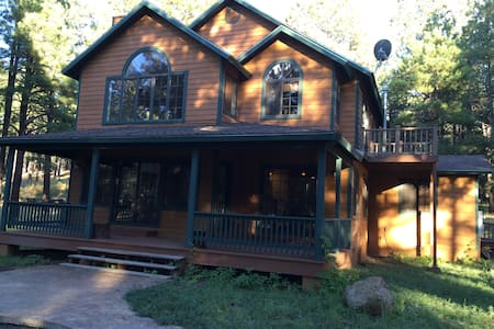 Beautiful cabin in a wooded 4 acre lot. - Parks - Blockhütte