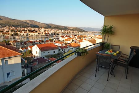 AMAZING VIEW with PARKING INCLUDED- TROGIR CITY - Trogir