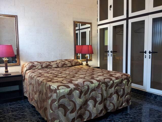 Hostal Don Malecon-Family Room - La Habana - Apartment