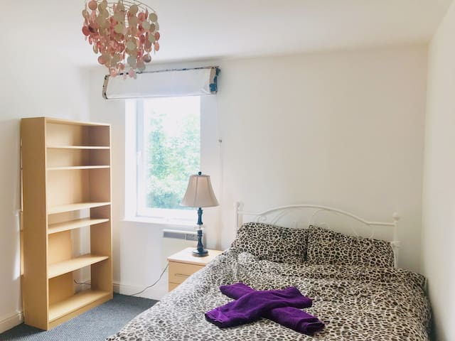 Liverpool/Private bathroom / Airport 8 mins (E1PB)
