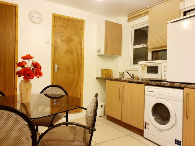 Cosy studio by LHR and easy access to central LDN