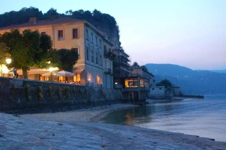 FONTAINE SUR LE LAC  Lago Maggiore  ARONA