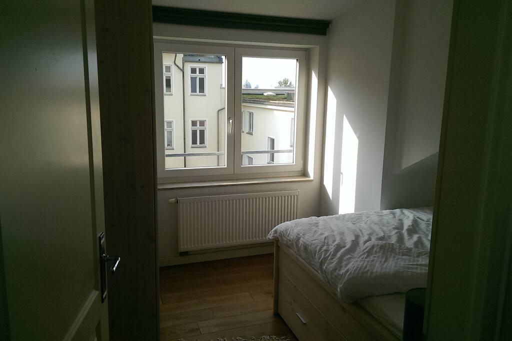 Blick auf den Berliner Dom aus dem Schlafzimmer