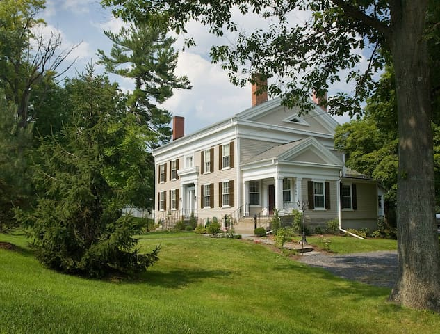 5 star B&B for Romantic Getaway (Halsey House)