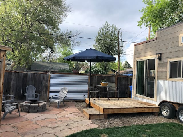 Cozy Downtown Tiny Home- Experience Tiny Living