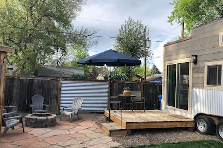 Cozy Downtown Tiny Home- Experience Tiny Living