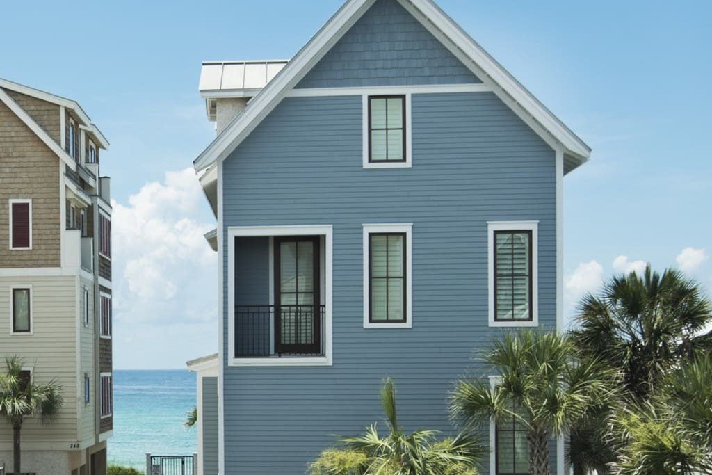 All that stands between you and the ocean is one row of homes.