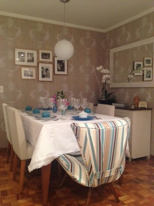 The dinning room set to receive your friends for a lovely dinner at home