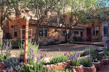 The COOP: Garden of the Goddess Retreat Center. - Santa Fe - Bungalow