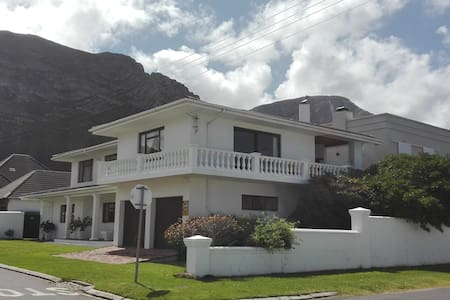 10 on 3rd Avenue - Hermanus - Huoneisto