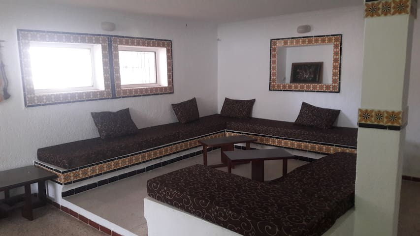 A large studio, 2 minutes walkig from the beach - Korba - Ev