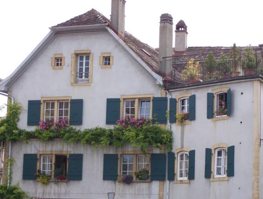 Dans maison ancienne au centre du bourg
