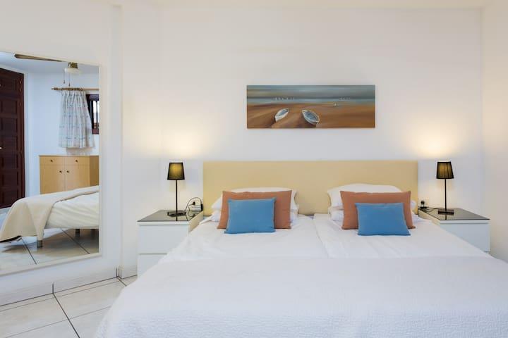 City Sunshine Apartment - Arona - Apartment