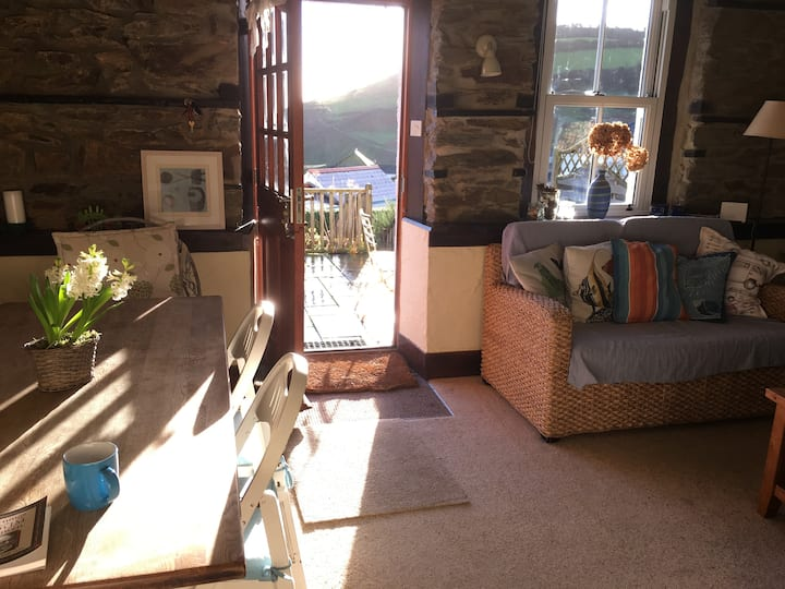 Sea and hillside views - sunny Cornwall cottage