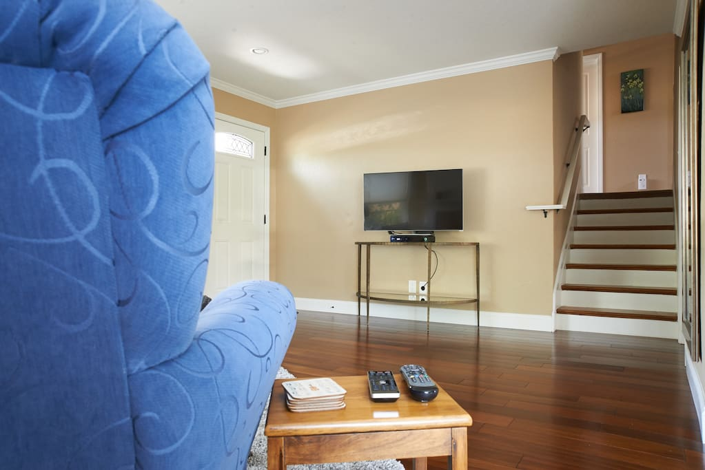 Living room with smart tv and cable access