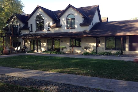 Country Villa on 100 acres - Webster - Villa