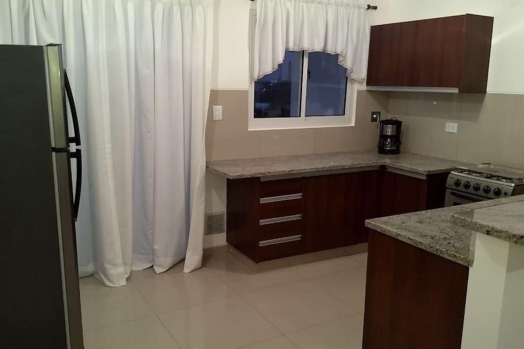 Vista de cocina completa