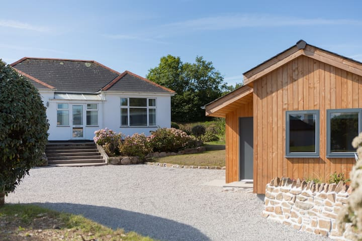 St Agnes   beautiful house & Cabin, great location
