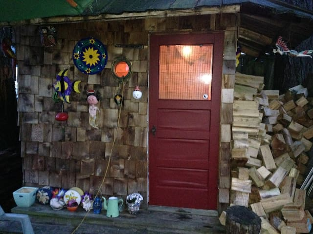 Small Room by the Sea - Ladysmith - Hus