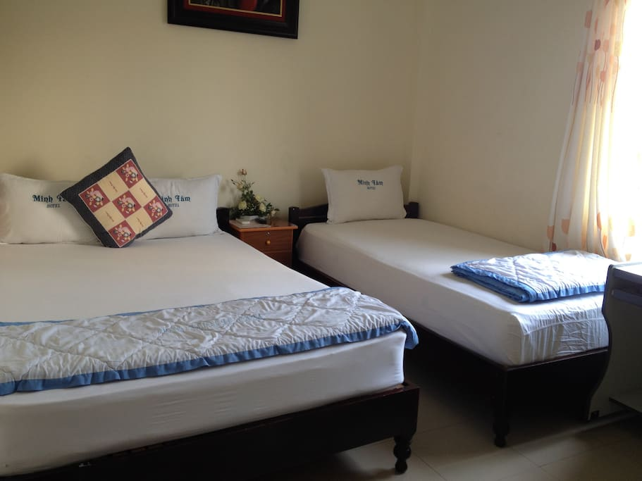 01 double bed and twin bed