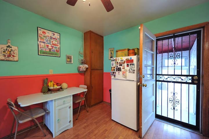 Stay With A Quirky Family - Louisville - House